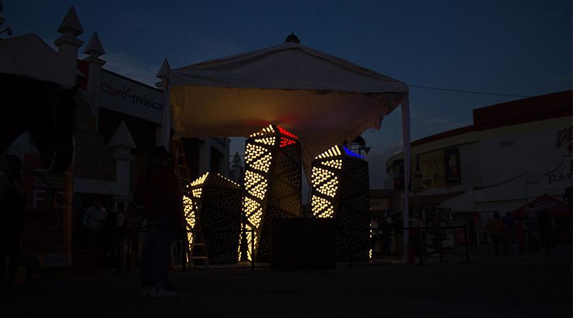 Galería de torres luminosas